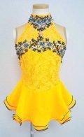 ストレッチレースのハイネックドレス(イエロー)