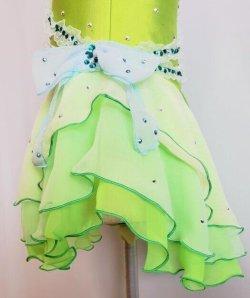 アシンメトリーのスカート